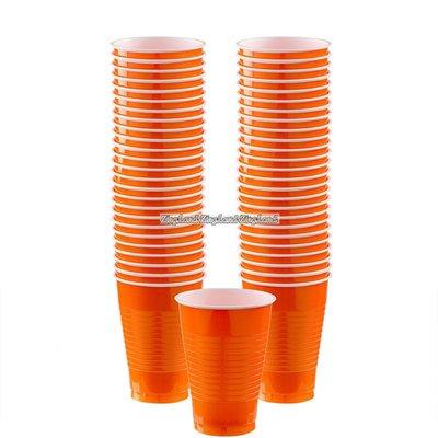 Orange plastmuggar