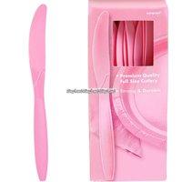 Ljusrosa plastknivar